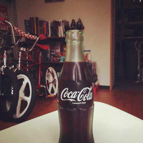Jackson Matisseの事務所にて瓶のコーラ