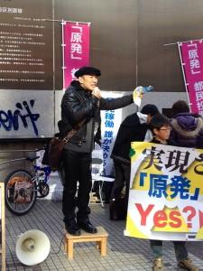 渋谷駅で「脱原発!」を訴える山本太郎さん